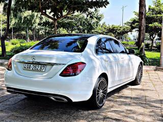 Mercedes C200 exclusive 2019 trắng kem