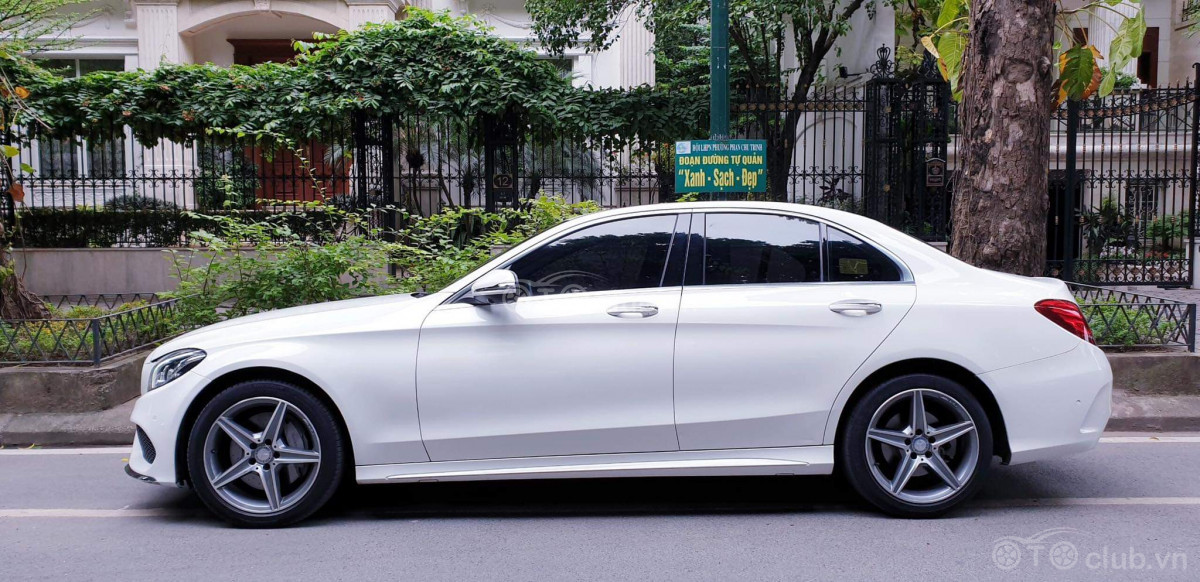 Bán xe Mercedes C300 AMG màu trắng