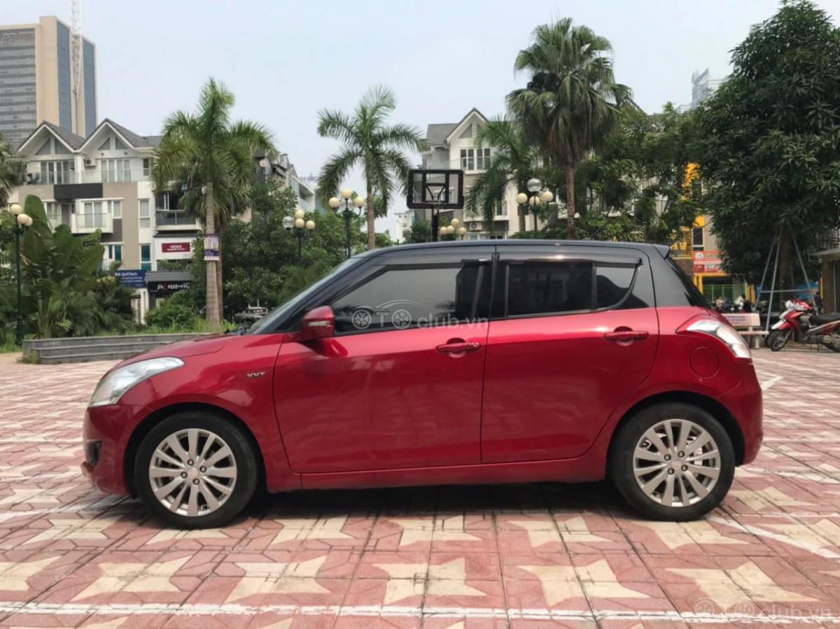 Suzuki Swift màu đỏ , sản xuất 2016