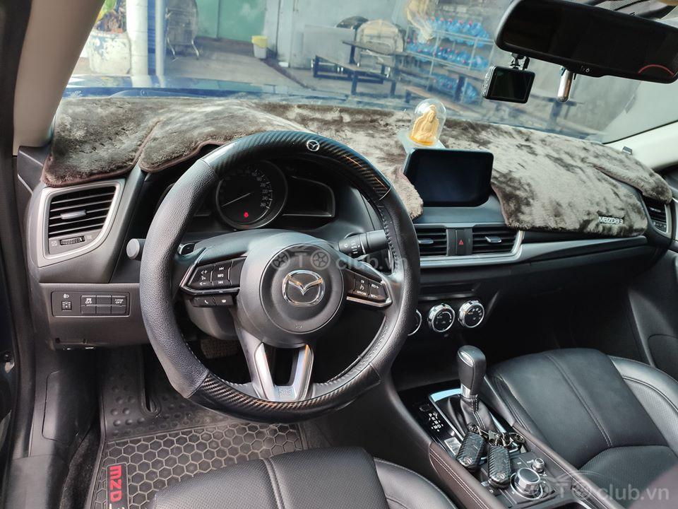 Nhà em cần bán xe Mazda 3 1.5 sedan sx2019