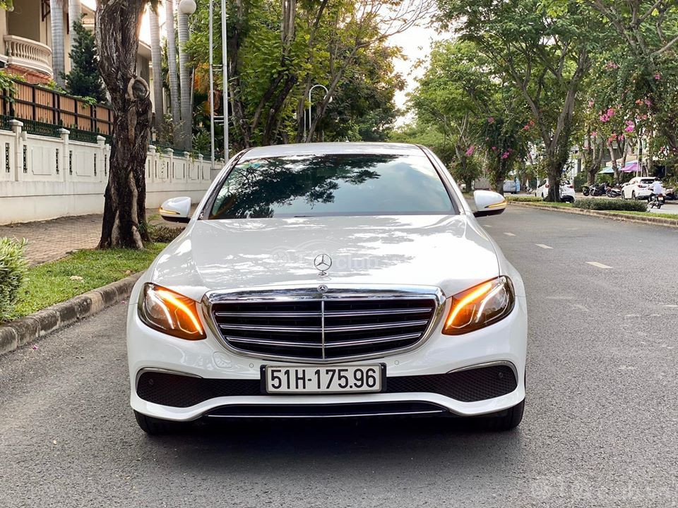 Bán Mercedes E200 2019