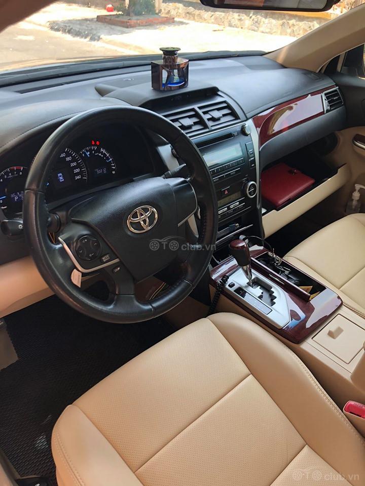 Toyota Camry 2.0 cuối 2014 - đúng 1 chủ mua mới từ đầu