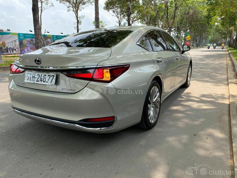 Lexus ES250 đăng kí 2020 chạy 1000km siêu mới