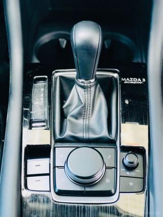 Madza 3 2020 luxury